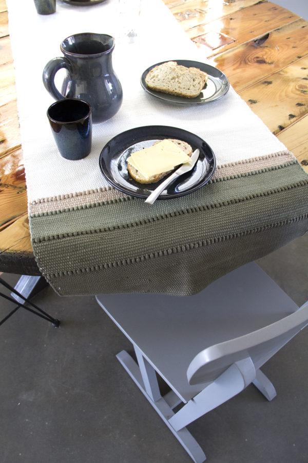 styling tafelen tafelloper shadow olijfgroen servies