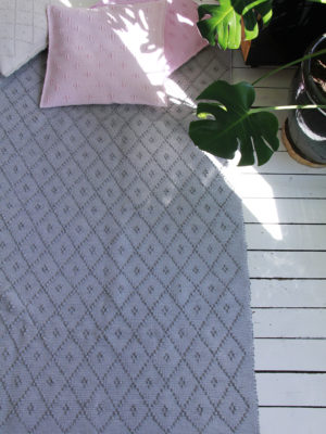 Styling light grey & pink