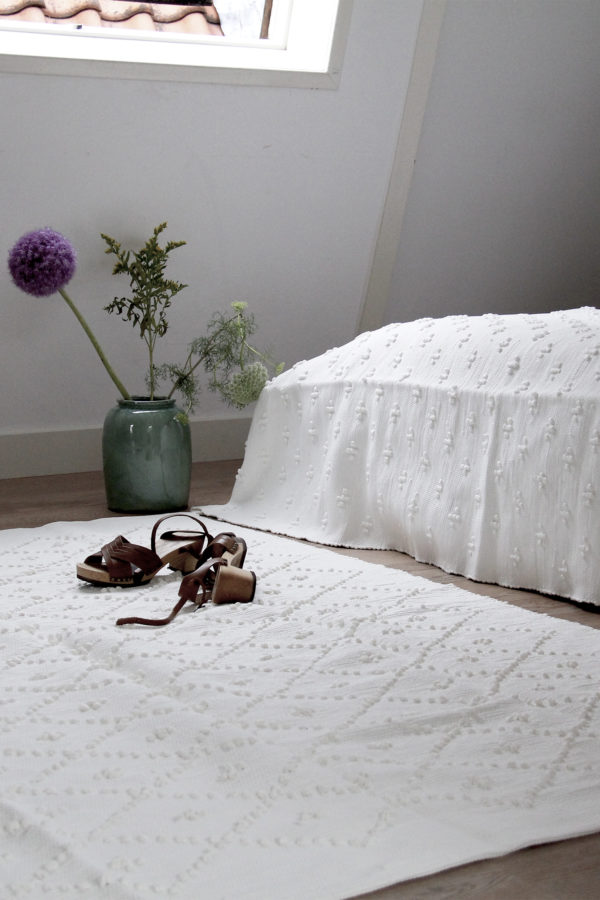 styling bedroom off-white