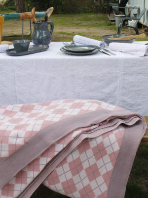 diamond pink knitted cotton throw